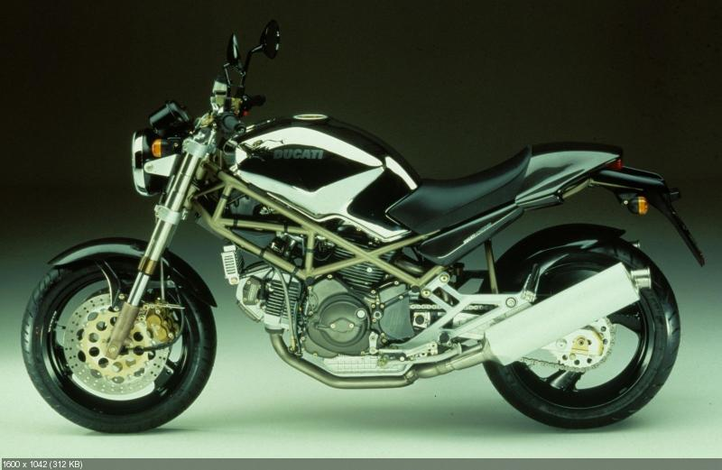 История мотоцикла Ducati Monster в фотографиях